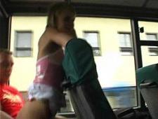 Молодая соска трахается в автобусе
