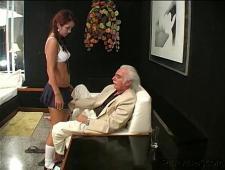 Дед трахнул молодую девушку из эскорта