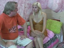 Дедок завел себе молоденькую женушку