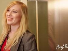 Блондинки трахаются на кухне
