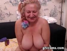 Бабушка дрочит писю перед вебкой