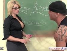 Взрослый студент трахнул училку в очках