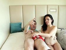 Начальник разводит свою секретаршу на секс