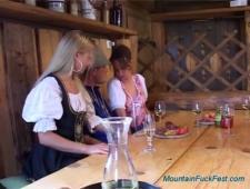 Устроили оргию в деревенском баре