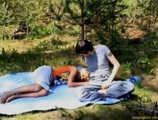 Отъебал спящую подругу на природе пока она вырубилась