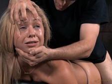Жестко ебет блондинку поставив раком