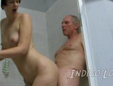 Дед трахает свою внучку
