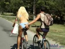Перепихон молодой пары на улице