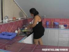 Два сантехника отымели жируху на кухне