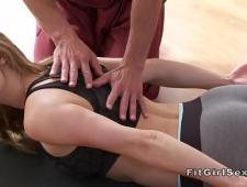 Инструктор по йоге выебал телочку