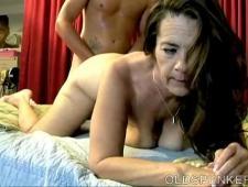 Секс с мамой без презика