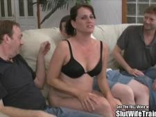Жену ебут за долги мужа в их доме
