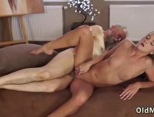 Порно дед ебет молодую блондинку